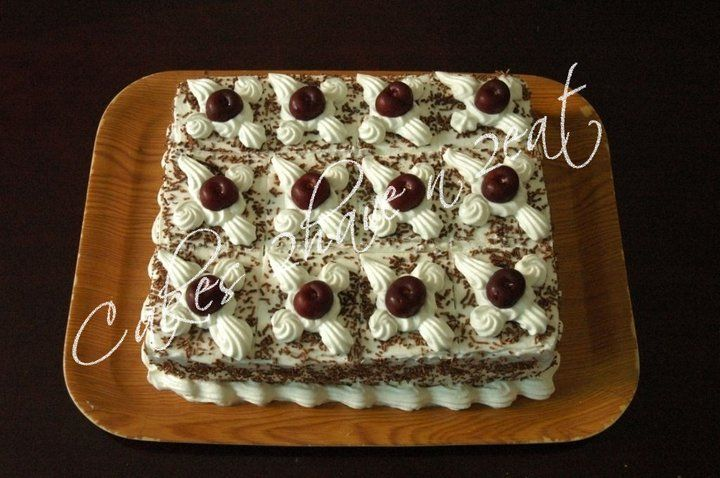 Black Forest Cake with fresh cherries ... irresistible !