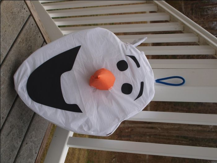 Step by step Olaf Pinata tutorial. Create a memoriable Frozen theme party with an Olaf Pinata.