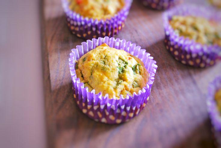 Lækre glutenfri madmuffins med spinat og kylling. Nemme at lave og perfekte til madpakken - både til børn og voksne.