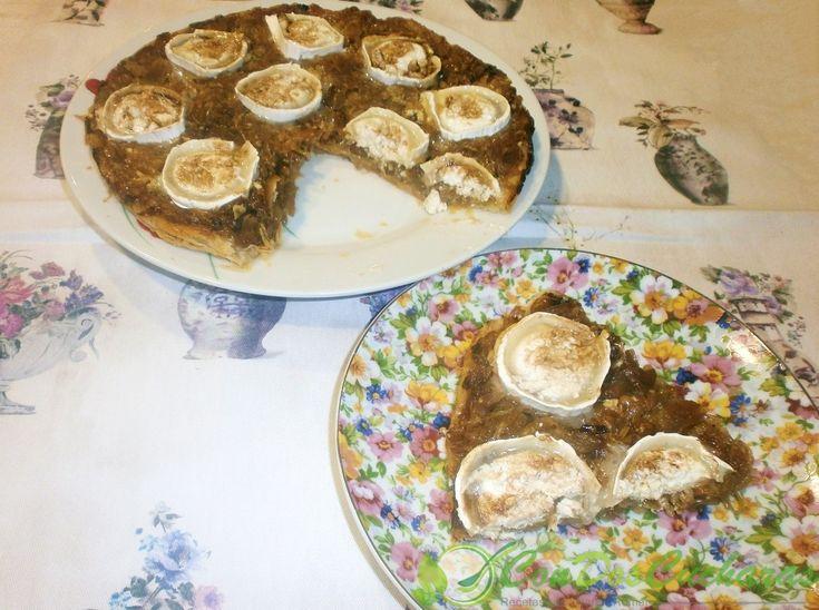 Tarta tatin de cebolla caramelizada y queso de cabra | ConDosCucharas.com