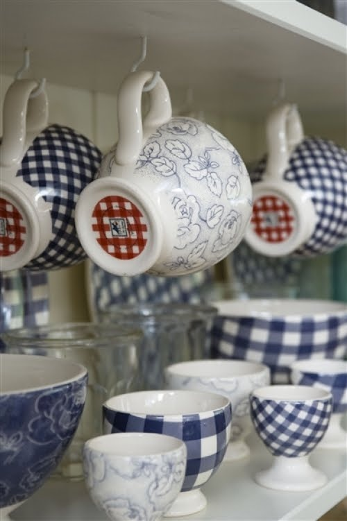 Like the idea of hanging the tea cups or coffee mugs. Leaves more open room.