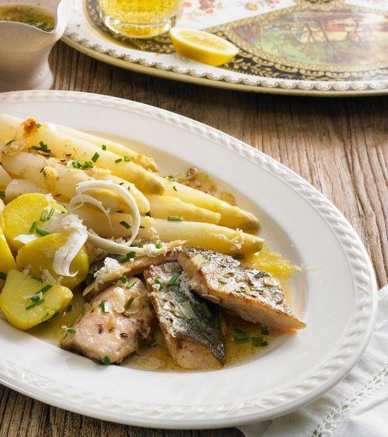 Die Forelle gehört zur bayerischen Landküche wie die Mandel zur Butter, doch mit Kümmel gebraten gibt sie dem Spargel zünftig Geleit. Frische Meerrettichschärfe darf nicht fehlen.