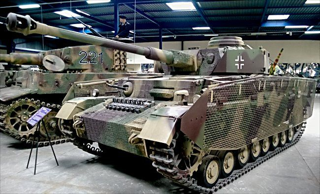 This German Panzer IV Ausf H tank panzerkampfwagen 4 Sd.Kfz.161/2 can be found at the French Tank Museum in Saumur in the Loire Valley.