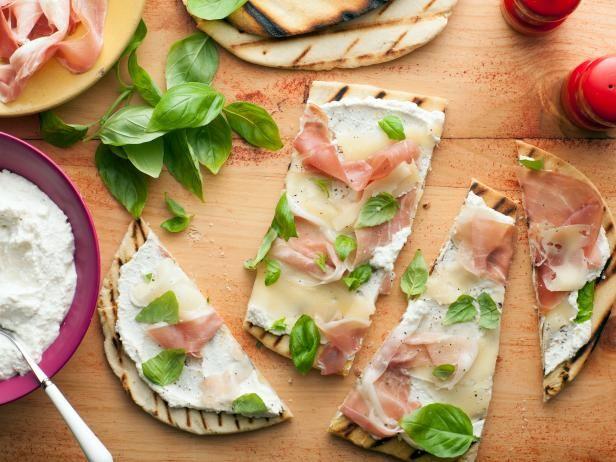 Giada's Italian Flatbread (Piadina) with Fontina and Prosciutto #Giada #Recipe #Prosciutto: Food Network, Giada De Laurentiis, Breads, Ham Recipes, Flats, Appetizer, Flatbread Recipes, Italian Flatbread, Flatbread Piadina