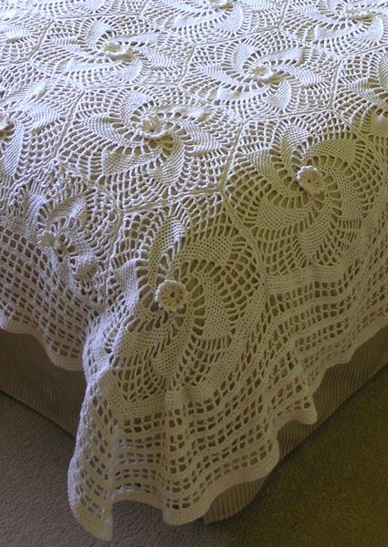 """Free pattern for """"Super Cable Aran Spiral Bedspread""""...Gorgeous!"""
