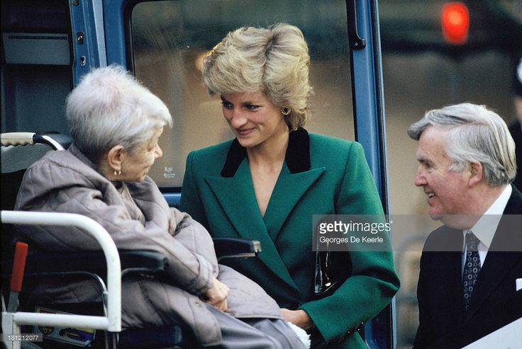 Diana, Princess of Wales, wears a green Victor Edelstein suit on January 19, 1989 in London, England.