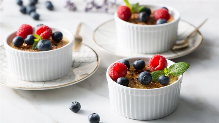 Kinga Paruzel odchudzi wszystko! Spróbuj crème brûlée w wersji fit – z kaszy jaglanej i mleka kokosowego! Zajrzyj do Kuchni Lidla po przepis!