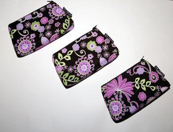 http://www.sewmamasew.com/2011/04/sew-spoiled-cosmetic-case-tutorial-free-pdf/