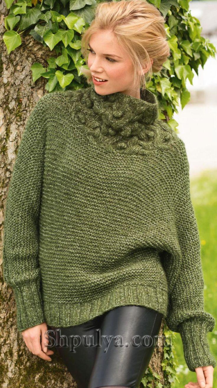 Зеленый пуловер с цельновязанными рукавами спицами