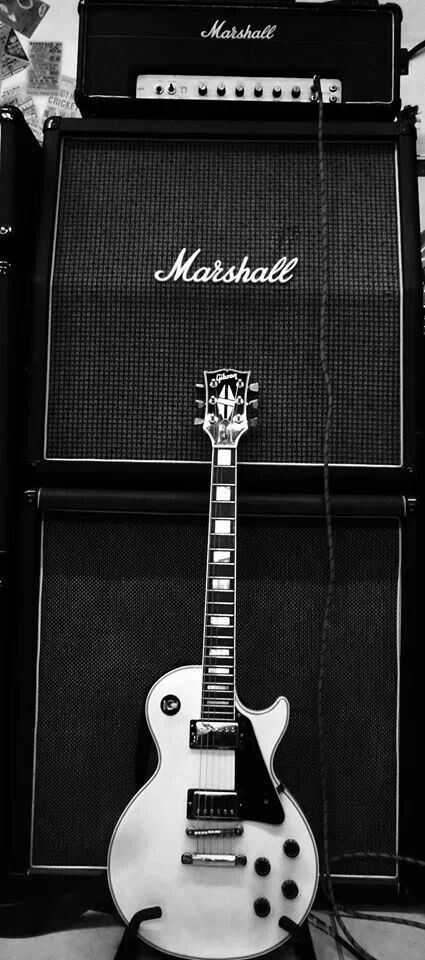 Gibson les paul and marshall amps