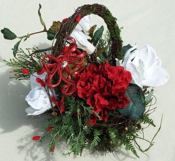Christmas Magnolia Basket. Holiday basket by DesignsOnHoliday