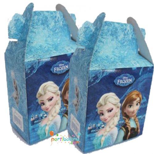Frozen Çanta Elsa Çanta Ürün ÖzellikleriÜrün Paketinde 10 Adet Çanta bulunuyor.Karton Frozen Çanta Kaliteli baskı ve canlı çizimdir.Karlar Ülkesi temalı çantaların boyutu 12 cm eni ve 11 cm boyutundadır.Doğum Gününe katılan çocukların seveceği ürünleri bu çantaların içnide hediye edebilirsiniz.  El