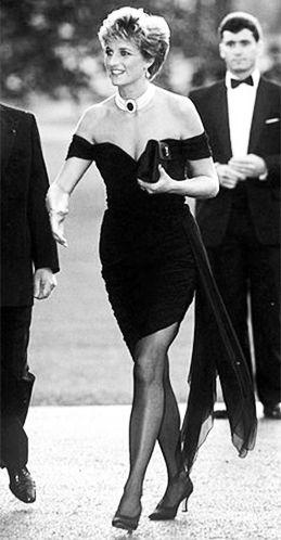 Prečítajte si zaujímavosti o malých čiernych šatách a nechajte sa inšpirovať pravými dámami súčasnosti i histórie :) #LBD #littleblackdress #dress #article #magazine #modino_sk #modino_style #diana #lady