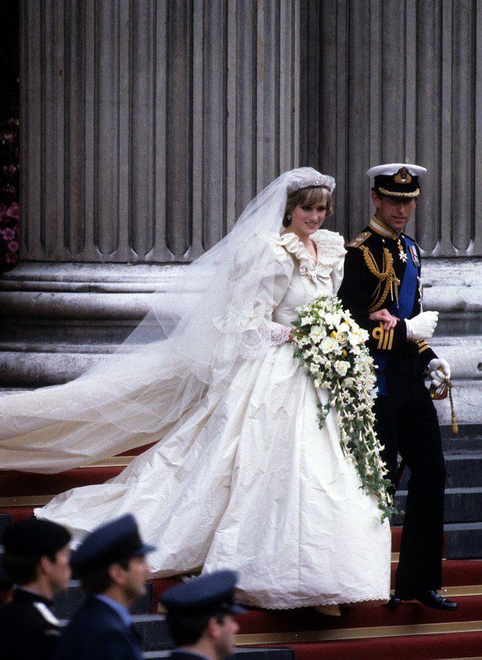 Verliebte Blicke In Der Kirche Prinz Harry Hochzeit Kleid Hochzeit Konigliche Hochzeitskleider