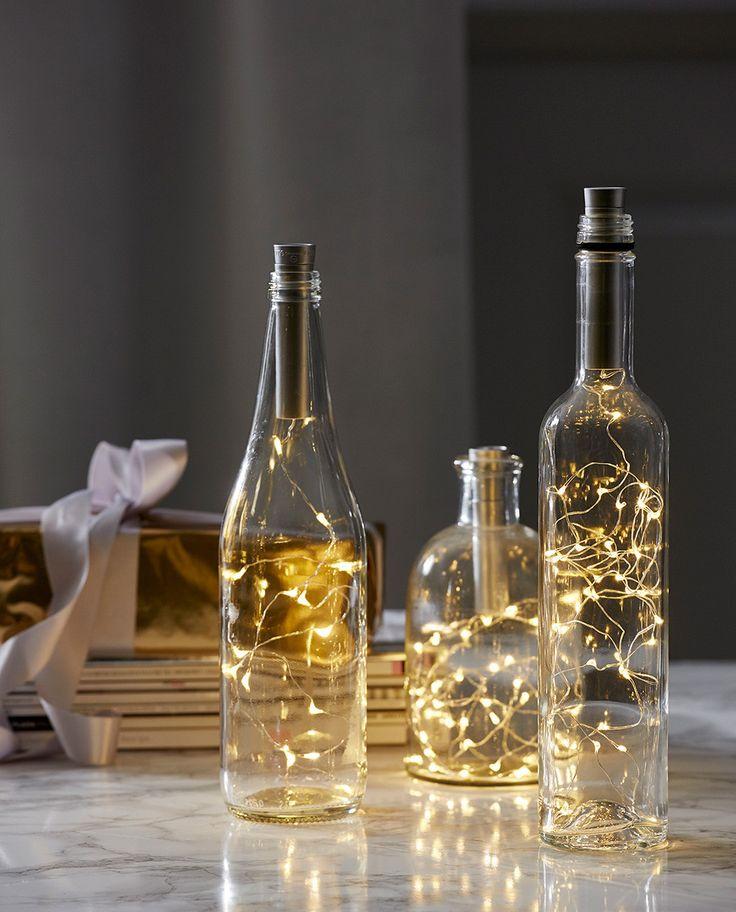Dew Drop er en serie enkle og vakre lysslynger som er et must for å dekorere ditt bord til konfirmasjon, bryllup og fest! Disse er laget til å bruke i dine fine, tomme flasker og vil gjøre susen på bordet, spesielt med flere flasker i ulik størrelse. Du kan også fint bruke de uten flaske.