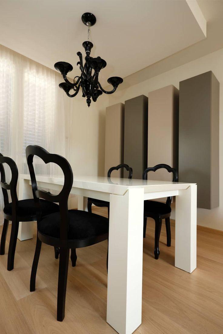 La zona pranzo: Sala da pranzo in stile in stile Moderno di Daniela Nori