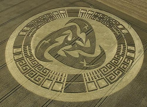 Crop circle ~ mind blowing creation...