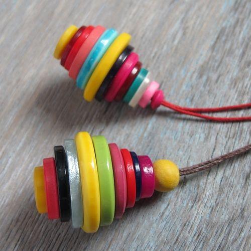nøglering af knapper http://www.tinadalboge.dk/kreative-pafund/mange-fine-ting-lavet-af