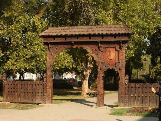 Fehergyarmat  (Szatmar) -  szekely gate