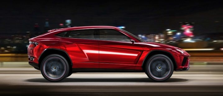 The most awaited SUV model of Lamborghini is here! 2017 Lamborghini Urus! Read more to know its review, specs, release date and price!