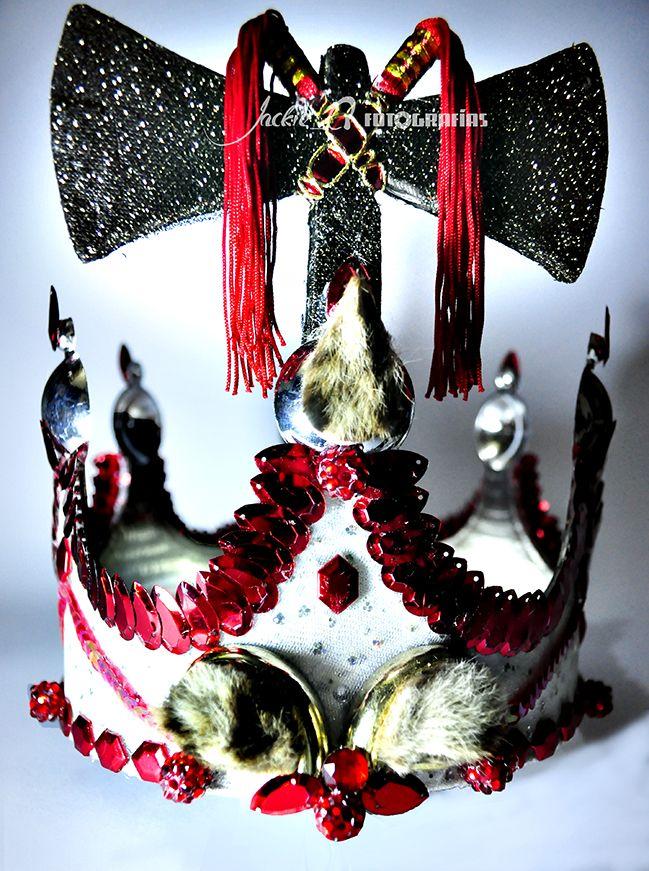 Corona de Santo (Yoruba), perteneciente a Shangó. Decorada a mano totalmente artesanal