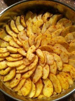 Mijn favoriete appeltaart is heel gezond! De taart is super gezond. Alleen maar pure producten. Ik heb het ooit uit een tijdschrift gescheurd en een beetje naar eigen hand gezet. De taart bestaat uit drie lagen. 1e laag – een mengsel van noten, rozijnen en dadels 2e laag – banaan met citroen 3e laag –….... lees verder