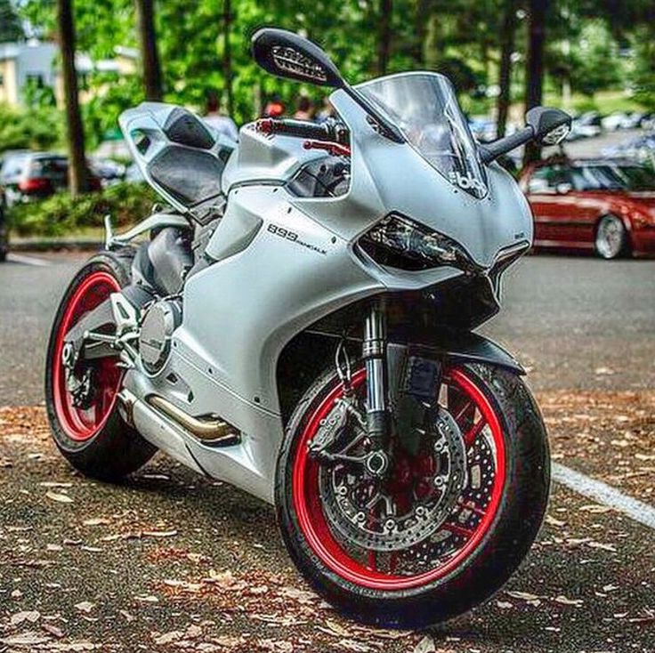Ducati 899 Panigale, perfection on two wheels