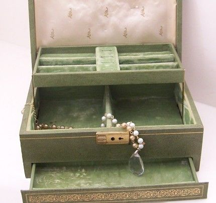 17 best images about jewelry boxes on pinterest jewelry for Vintage antique jewelry box