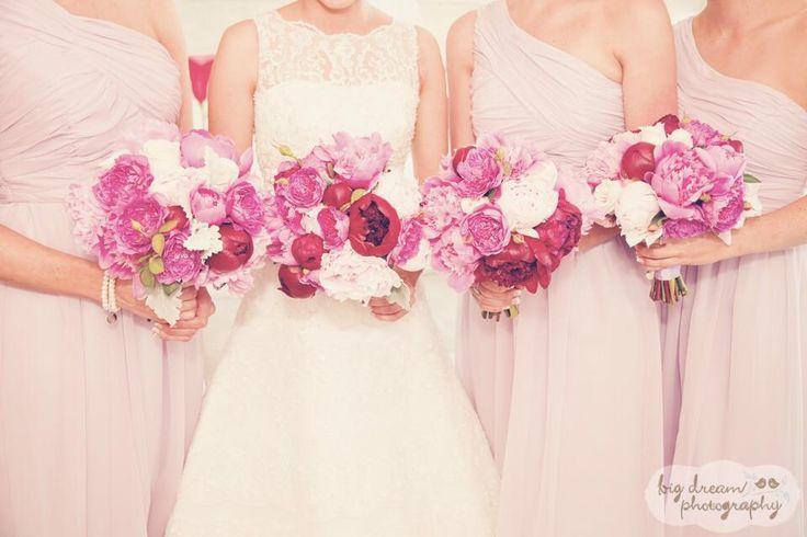 Pink wedding florals! #pastel #prettyinpink #wedding #florals #flowers #florist #Lillipollen