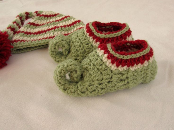 Matching elf hat: https://youtu.be/bF-80MYm5uQ This step by step tutorial will show you how to crochet children's elf slippers / shoes / boots / booties. Thi...
