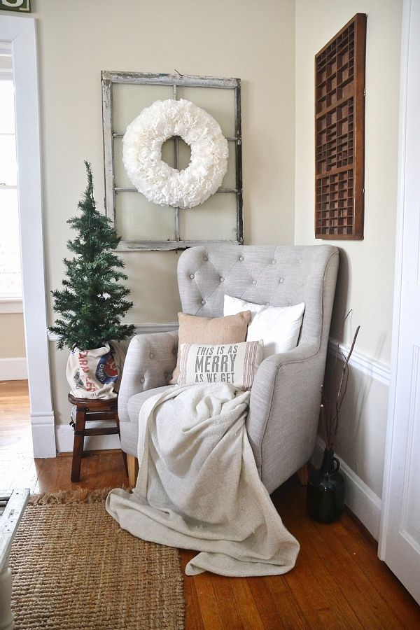 cozy and rustic reading nook / farmhouse decor / rustic home decor / reading nook decor ideas