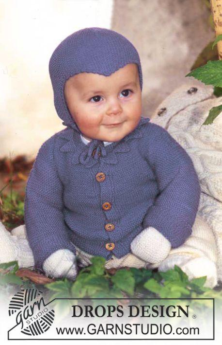 Sættet i Baby Merino består af Trøje, bukser,  sokker, vanter og djævlehue Gratis opskrifter fra DROPS Design.