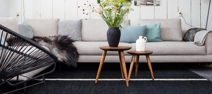 Wat is een naturel woonkamer? Wij geven tips en voorbeelden over hoe je een woonkamer in een naturel sfeer inricht. Doe inspiratie en ideeën op!