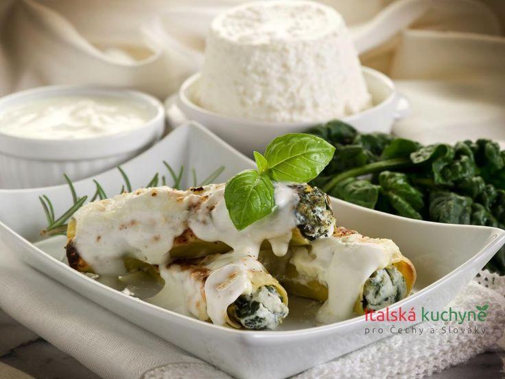 Italská kuchyně pro Čechy a Slováky - Cannelloni (výslovnost kanelóny), patřící do velké rodiny italských těstovin, mají na rozdíl od svých pokrevn