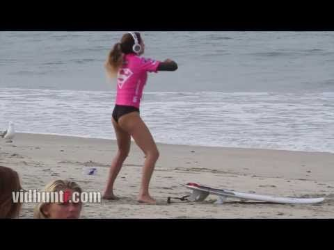 So I have seen a lot of warm-ups from surfers I thought were odd, but urfer Anastasia Ashley Twerking pretty much takes the cake.