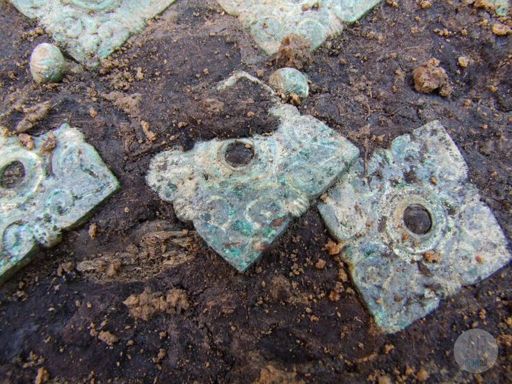 Conquest era grave of Tarpa - rectangular embossed caftan plate - Szime 3D AR