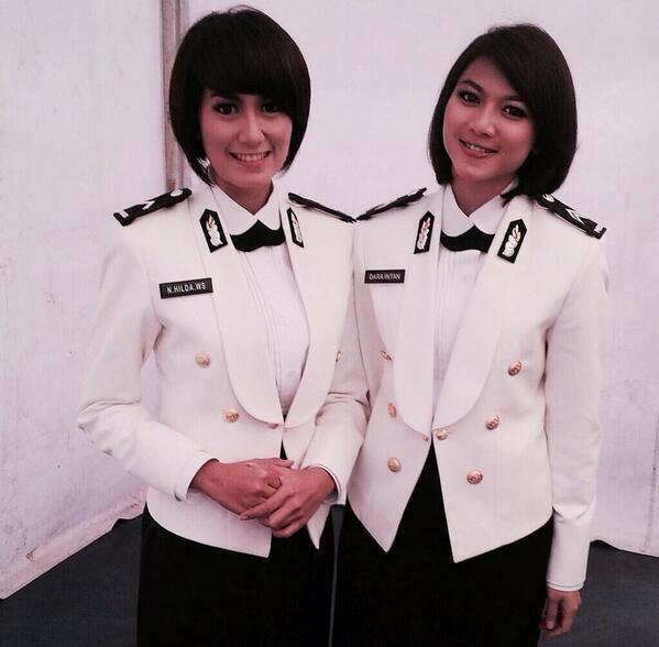 seragam nya lucu :3