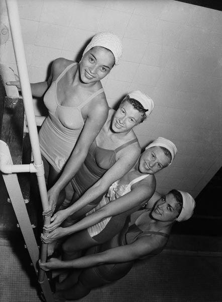 http://capelli.estetica.it/download/2012/07-2012/olimpiadi-piscina/look-olimpiadi_04zoom.jpg     Olimpiadi 1948 squadra nuoto sincronizzato
