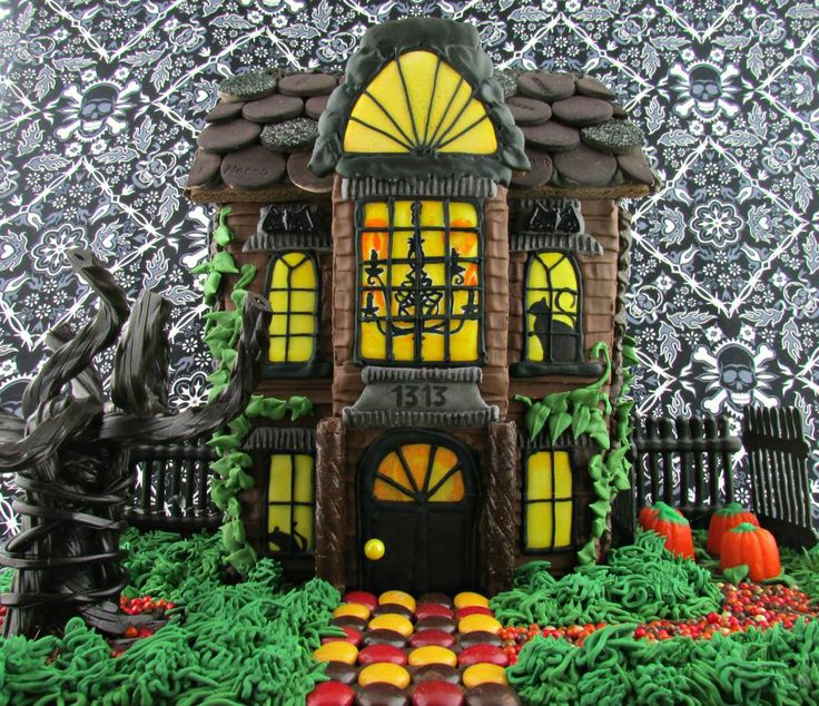 Haunted Gingerbread House | Steph @ If You Give a Nerd a Cookie - Cookie Connection