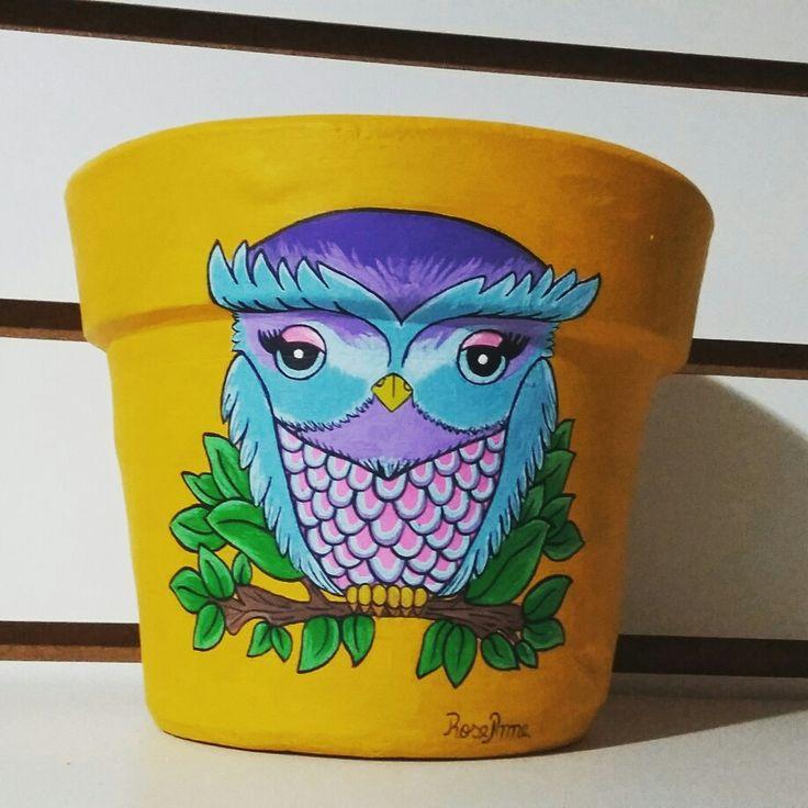 Maceta de cerámica pintada a mano