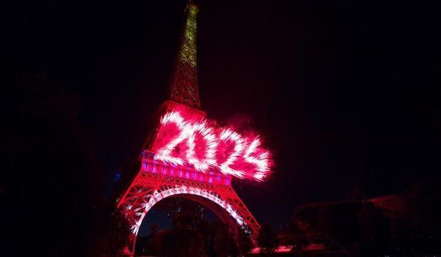 LES FEUX D'ARTIFICE PARIS 14 juillet. Integrale.