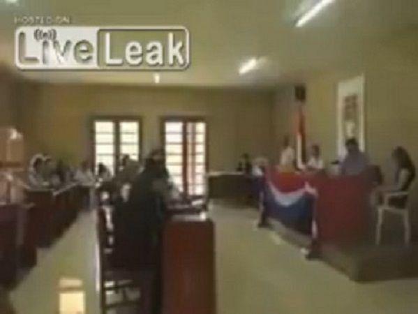 Ακόμα και οι πρόεδροι χωρών σε σημαντικές συναντήσεις βλέπουν… αισθησιακές ταινίες! Crazynews.gr