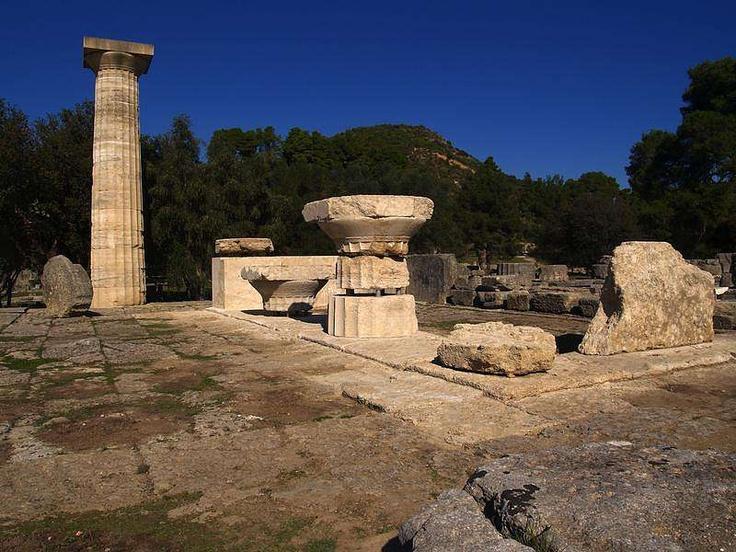 Olimpia é um antigo santuário grego na região do Peloponeso, no sul da Grécia, onde a cada quatro anos os Jogos Olímpicos antigos eram realizadas.