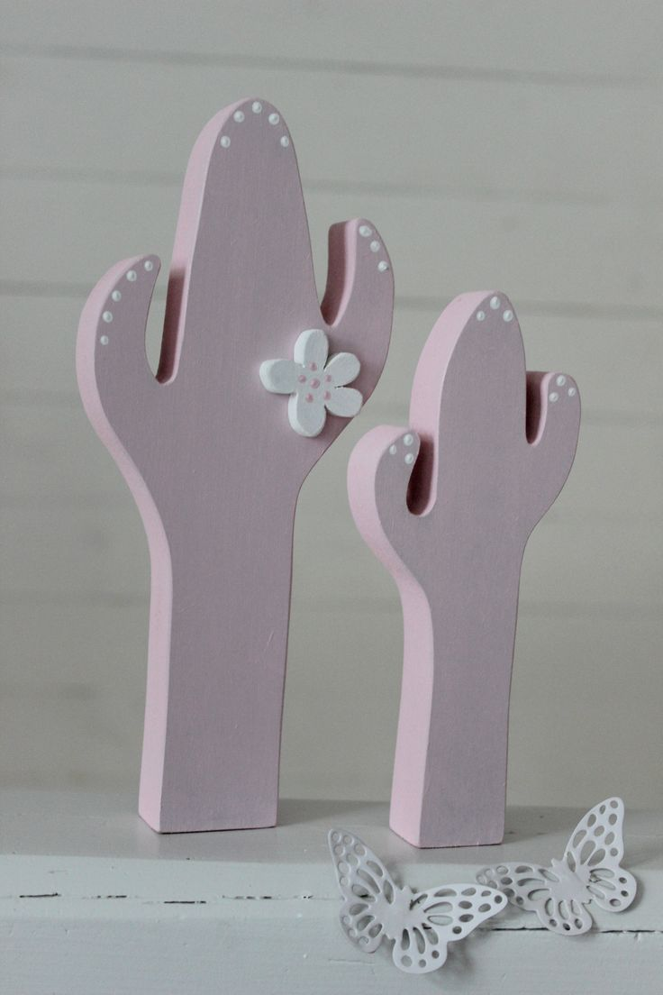 Kaktusar i rosa med söt liten blomma