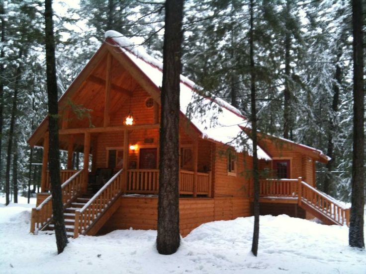 Looking to escape to Mazama? Enjoy the quiet solitude of a rustic, yet modern, cabin on 3 acres and relax after a day spent playing outside. Why you'll love staying here: ~ Weber Gas BBQ ~ Fully-stocked kitchen including ...