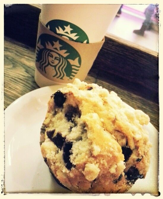 Chai tea latte and blueberry muffin
