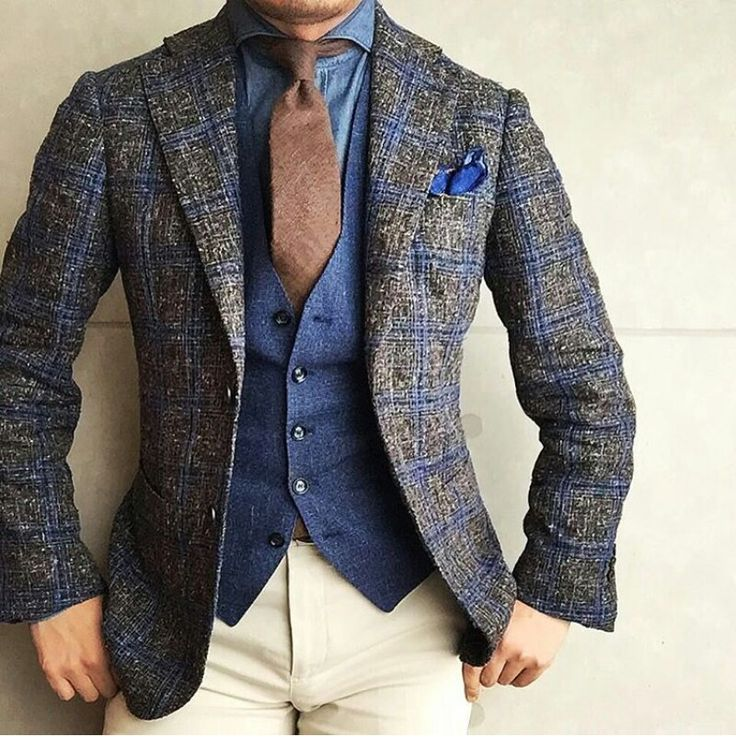 Ignore the waistcoat and jacket. The tie colour and shirt make a very interesting combination