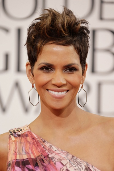 Golden Globes 2013: Best Hair, Makeup & Beauty Looks Halle Berry SHE ROCKS THIS LOOK
