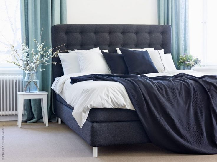 Sover du gott får du ökad livskvalitet, bättre minne och koncentration. Rätt säng påverkar mer än man tror. Nu uppgraderar vi hela sängsortimentet på IKEA för att du ska må ännu bättre. VALLAVIK kontinentalsäng HYLLESTAD medelfast, TUSSÖY i grått och HÄXÖRT påslakan i vit/grå färg.