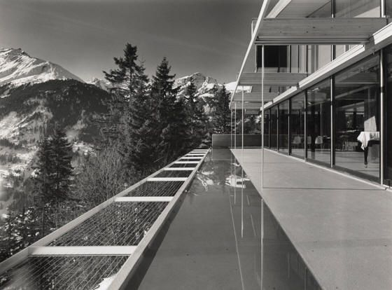 Richard neutra triangle modernist houses documenting for Villa rentsch